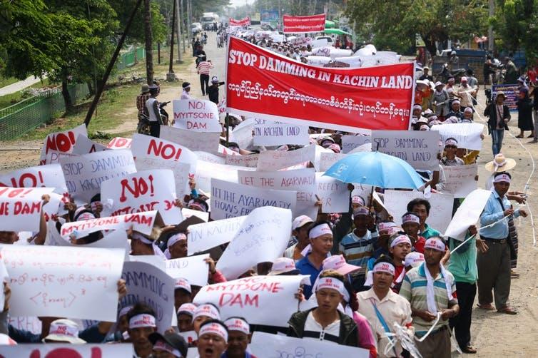 Manifestation contre le projet de barrage Irrawaddy Myitsone
