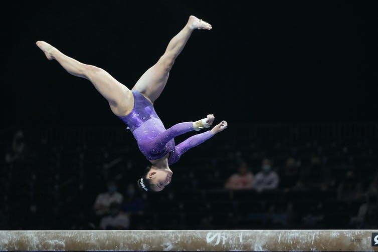 La gymnaste américaine Kara Eaker exécute l'épreuve de la poutre